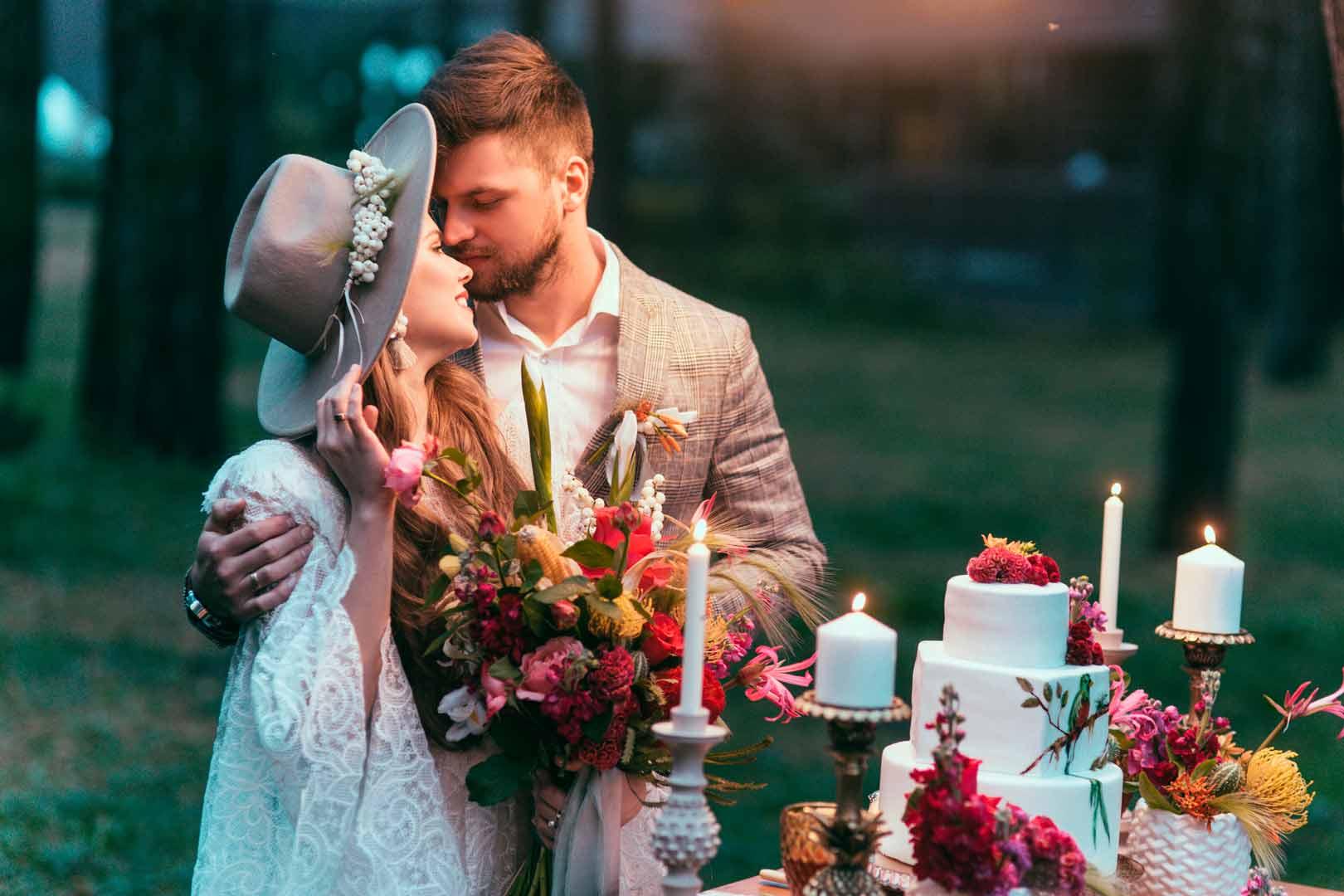 Novios en boda de otoño