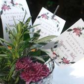 Crear momentos inolvidables 💫 muchas veces tan sólo consiste en hacer participar a todos tus invitados de un momento mágico: la entrada al salón, el primer baile, la presentación de la tarta... ¡tú eliges cuando, nosotros te ayudamos con los detalles!✨ Recuerda que puedes disfrutar de un 25% de DESCUENTO en todos los productos de papelería hasta el 19 de Octubre. ¡Escoge el estilo que más te guste en nuestra web! Link in BIO. . #comotinta #boda #novios #wedding #bodas2021 #bodasnet #weddinginspiration #detallesconestilo #bengalas #mohana
