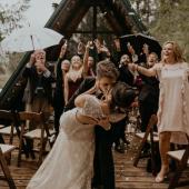 Los primeros besos después del SÍ QUIERO son espectaculares y crean mucha expectación así que practica con tu pareja antes del gran día 😜#comotinta #siquiero #pareja #justmarried #bodas2021 #boda #bodas2022 #noscasamos #amor #invitacionesdeboda