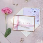 """Vuestros nombres en una #invitaciondeboda... ¿Cuántas veces has soñado con ello? 😍 La colección CLOE, es un nuevo diseño de COMOTINTA y nos recuerda a las bodas de ensueño, de princesas y príncipes, al """"felices para siempre""""... ✨✨✨ Confeccionada con materiales de primera calidad, en la colección CLOE hemos cuidado hasta el último detalle!!Haz clic en el enlace de la BIO!! ☝#comotinta #invitacionesdeboda #bodaselegantes #bodasoriginales #bodasbonitas #bodadisney #bodas2021 #bodas2022 #wedding #wedding2021 #wedding2022"""